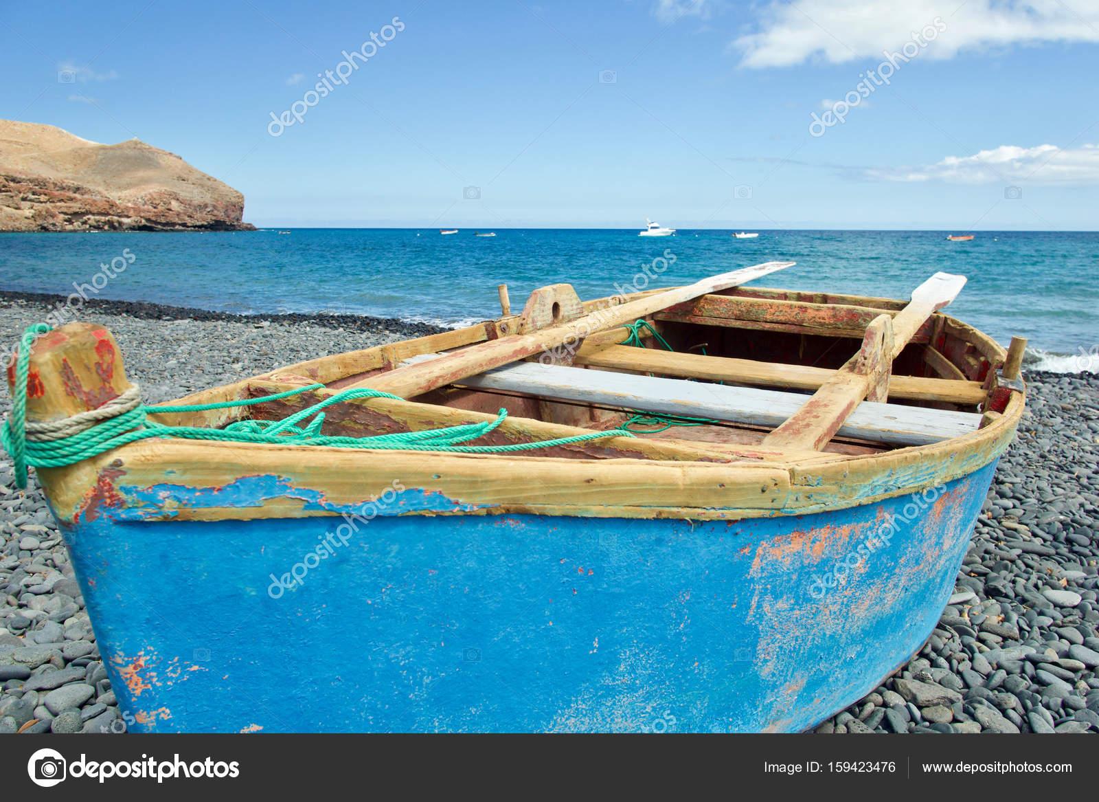 barque sur la plage photographie trike27 159423476. Black Bedroom Furniture Sets. Home Design Ideas