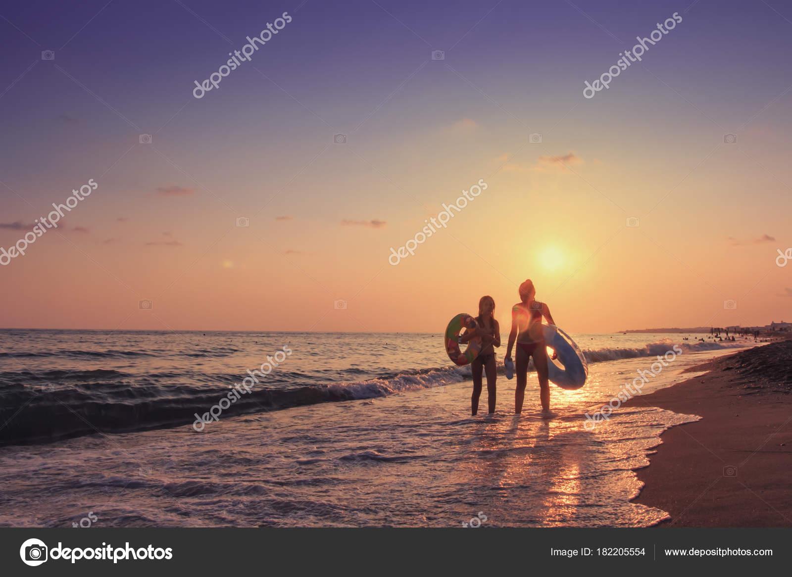 Летние картинки девушки с моря