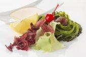 Mária-Magdolna saláta öntettel és zöldek
