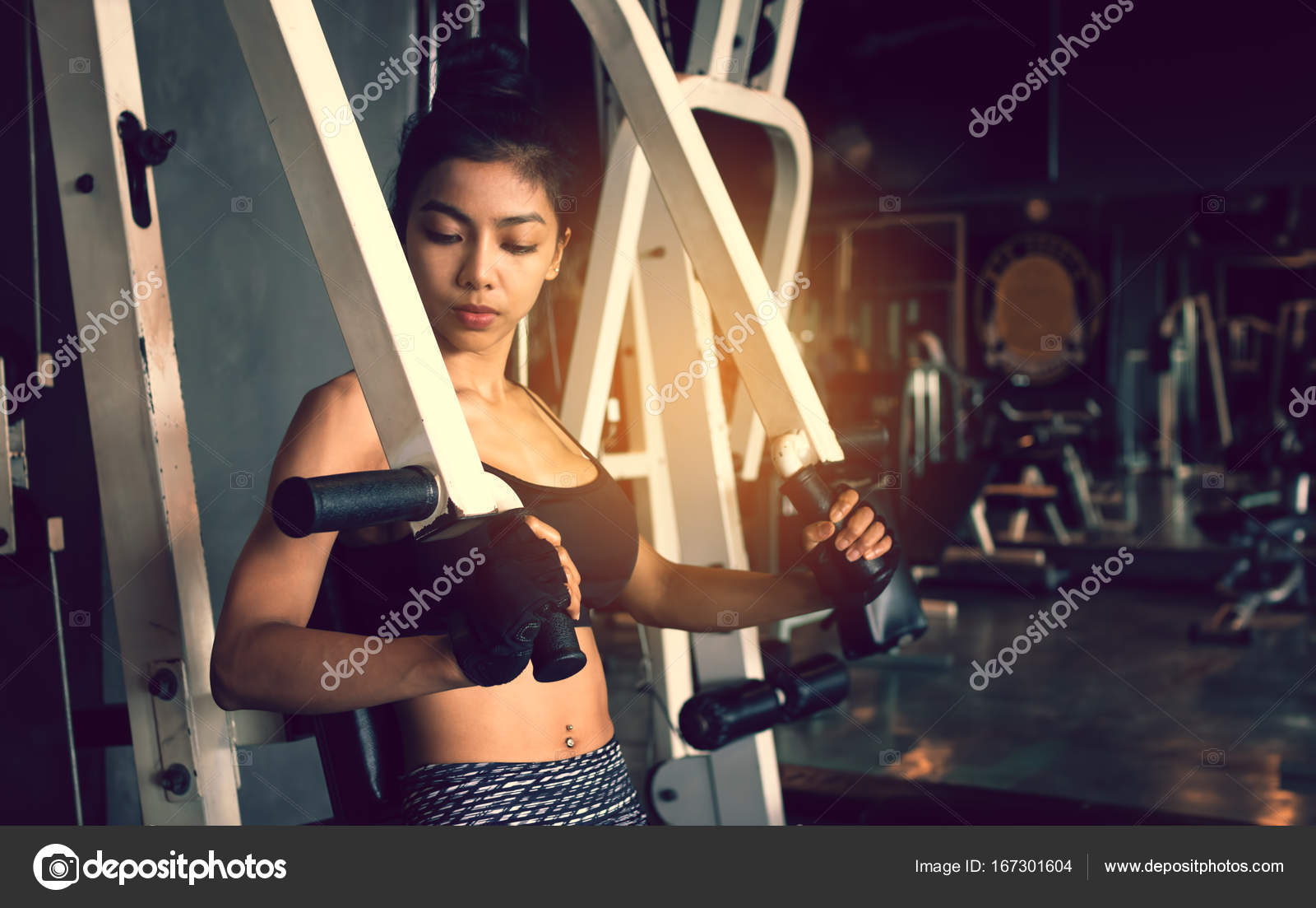Asian sporty woman exercise gym club.– stock image
