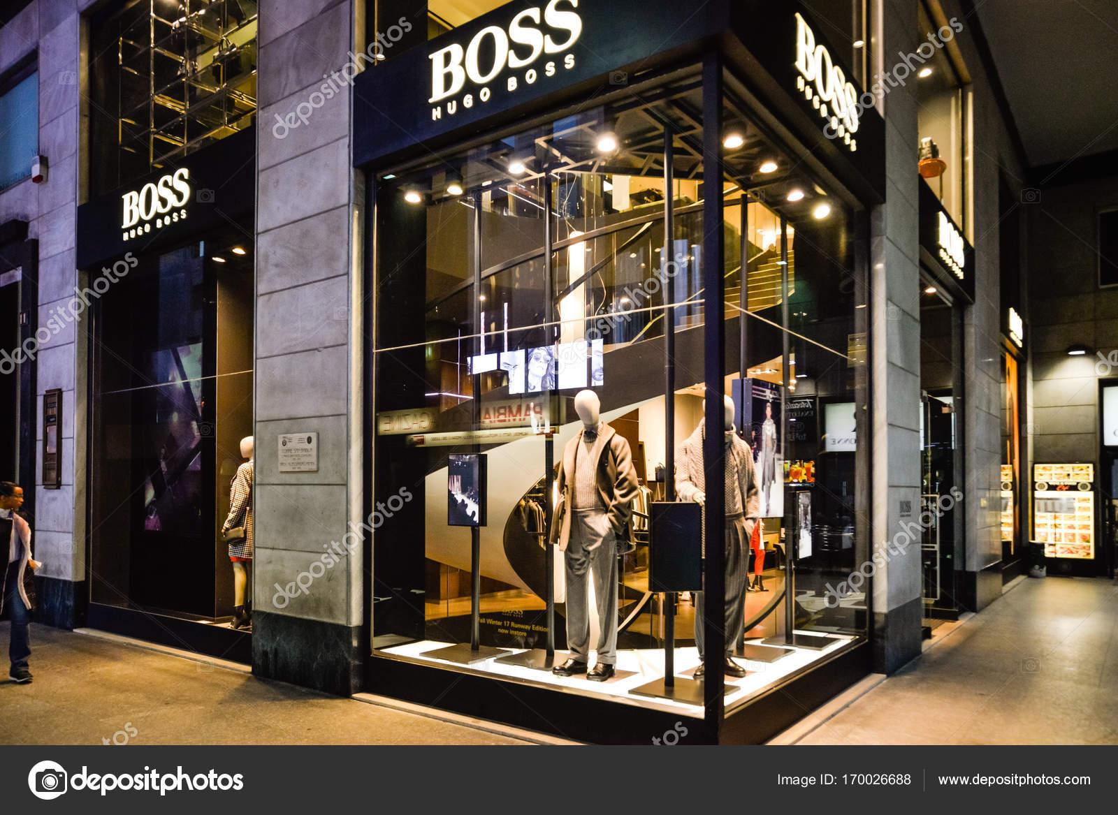 slealtà mentre attacco  Hugo Boss store in Milan. – Stock Editorial Photo © Casimiro_PT #170026688