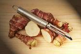 Fotografie Messer und Süßkartoffeln auf Holzbrett, Jerusalem, Bilder