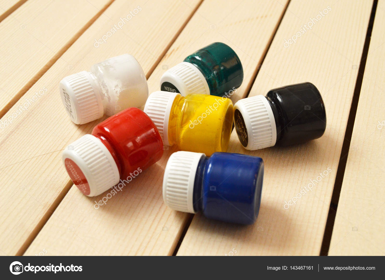 Giftige und schädliche Holz-freie Farben — Stockfoto © kodbanker ...
