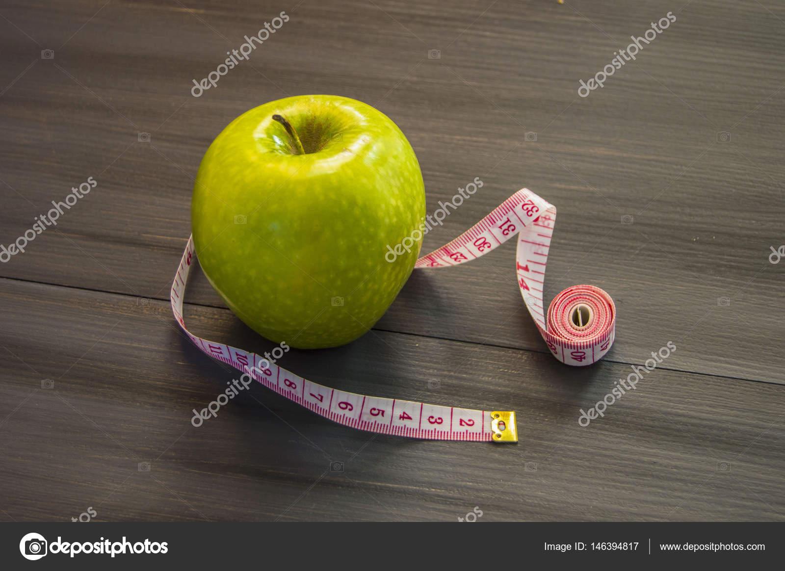 peso de una manzana verde