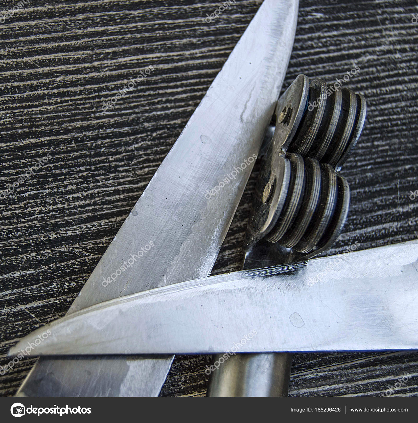 messer steht neben der klinge schleifwerkzeuge messer schärfen