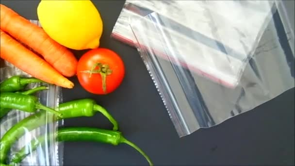 locked bag in the refrigerator to store food,locked refrigerator bag to store food in the refrigerator,Keeping food in the locked refrigerator bag is healthy.