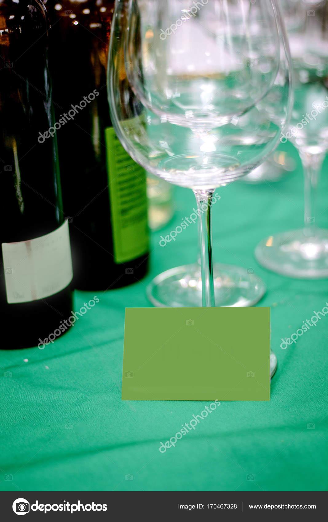 Carte De Visite Avec La Place Pour Votre Texte Sur Table Verte Verre Vin Vide Images Stock Libres Droits