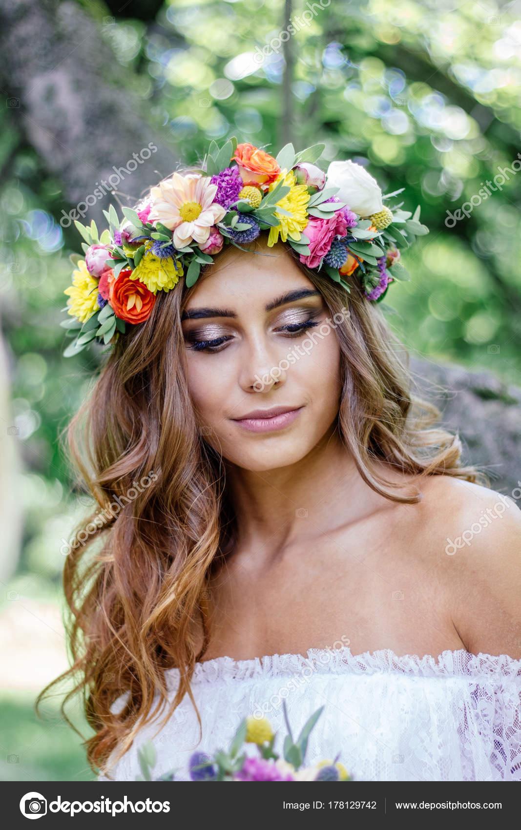 Coiffure De Mariage Mariee Avec Couronne De Fleur Evenement