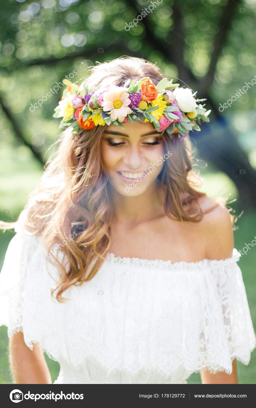 Hochzeit Frisur Braut Mit Blumen Kranz Hochzeits Event