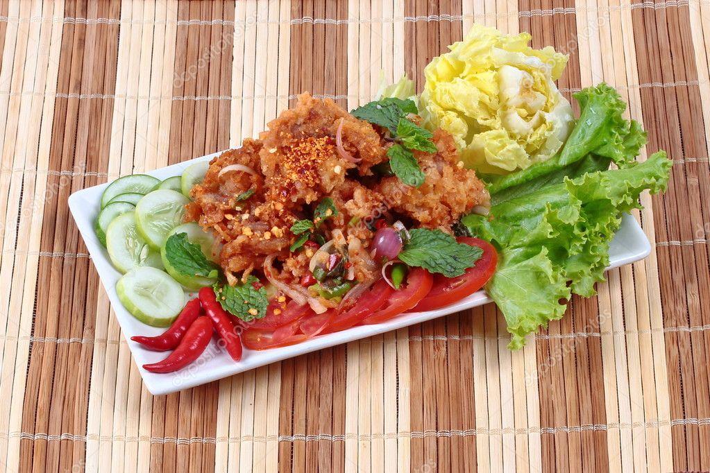 Hausgemachte Gebratene Spicy Chicken Salat Yum Kai Zap In Thai