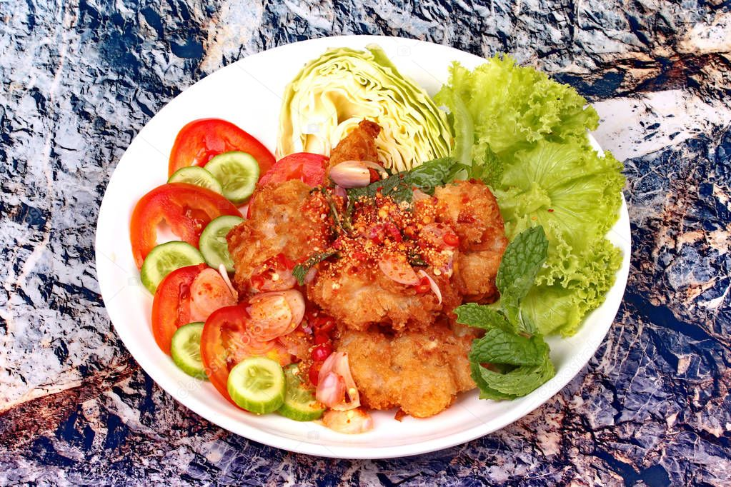 Spicy crispy deep-fried chicken salad.