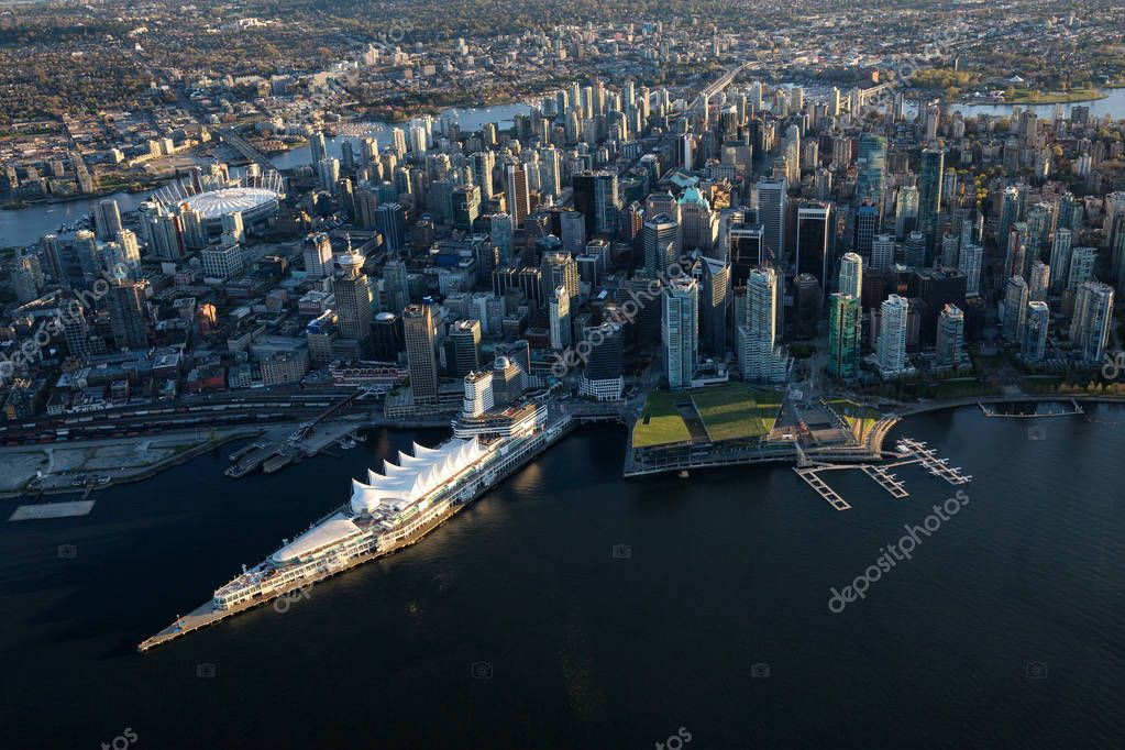 Фотообои Beautiful Aerial View of Vancouver Downtown, British Columbia, Canada, during a bright spring sunset.