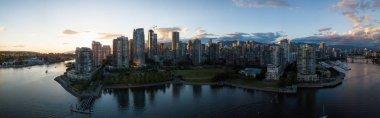 "Картина, постер, плакат, фотообои ""Воздушная Панорама города города на False Крик, Ванкувер, Британская Колумбия, Канада. Во время Яркий закат."", артикул 174222646"