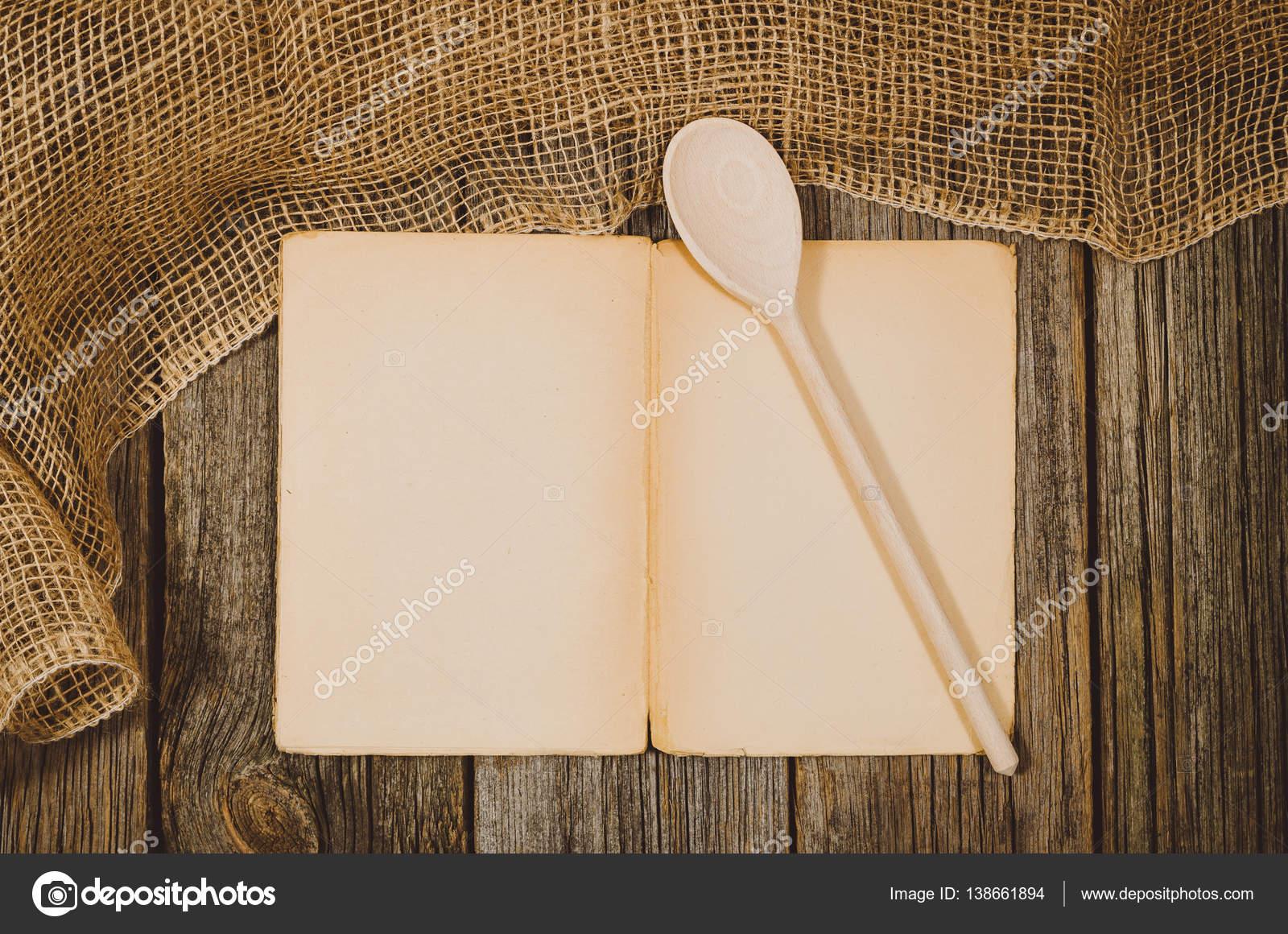 Vintage Kochbuch Draufsicht auf alten hölzernen Essen Hintergrund ...