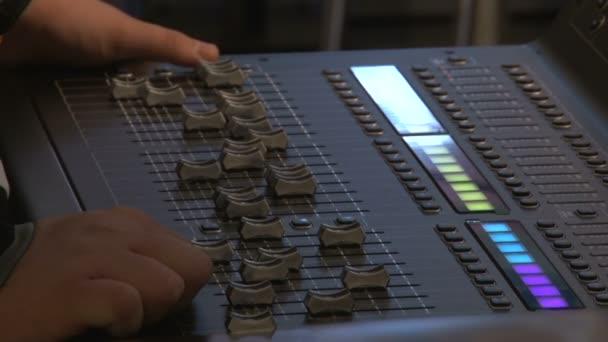 Mani delluomo, regolazione della scheda audio