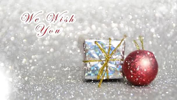 stříbrné a červené nový rok a vánoční výzdobu s efektem sněhu, přejeme Vám Veselé Vánoce a šťastný nový rok