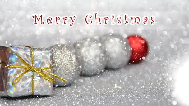 stříbrné a červené nový rok a vánoční dekorace s efektem sněhu, Veselé Vánoce