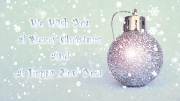 stříbrná koule třpytky, nový rok a vánoční dekorace s efektem sněhu, přejeme Vám Veselé Vánoce a šťastný nový rok