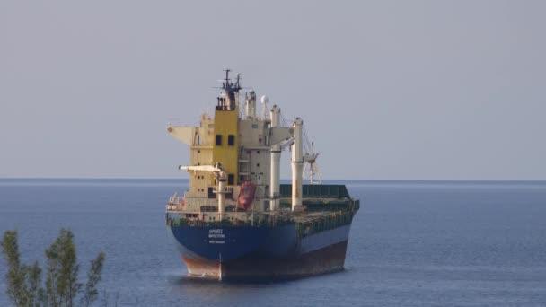 Zadní pohled na nákladní kontejnerová loď