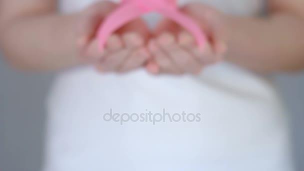 Zenske pálivých papriček z růžové prsu rakovina povědomí stuha - prsu rakovina povědomí koncept