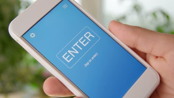 Rozpočet koncept aplikace na smartphone. Člověk používá mobilní aplikace.