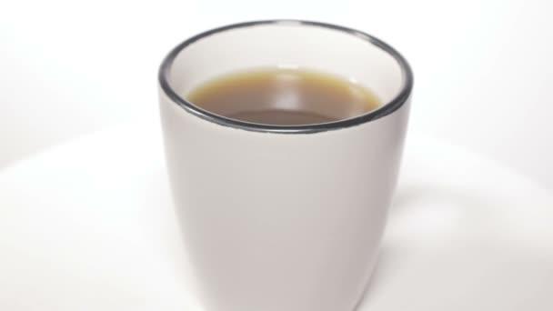 Csésze forró kávé vagy tea, elszigetelt