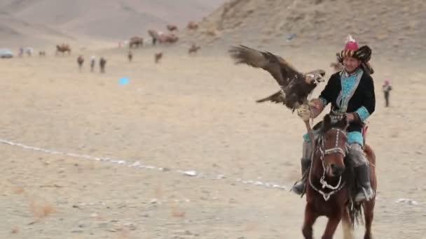 Pásztor, egy sas, lovaglási lehetőség