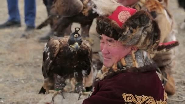 Muž s golden eagle
