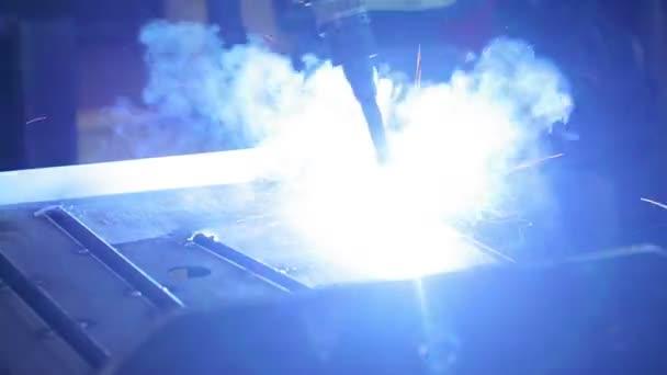 Working of robotic arm of welding machine