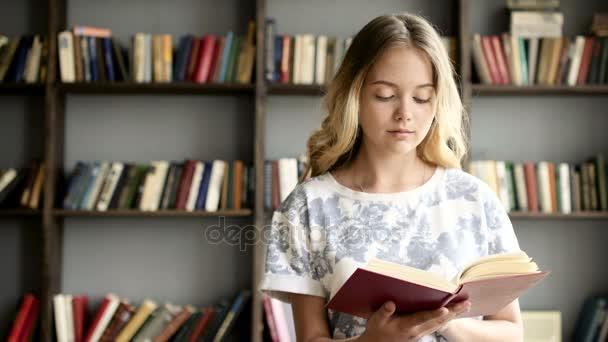 Nagyon tizenéves lány beolvassa a szakirodalom, az iskolában