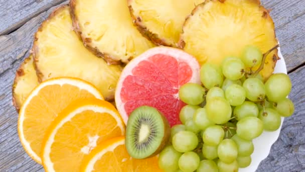 Top view plate with fruit slices, 360 rotation. Healthy food concept. Fruit mix.