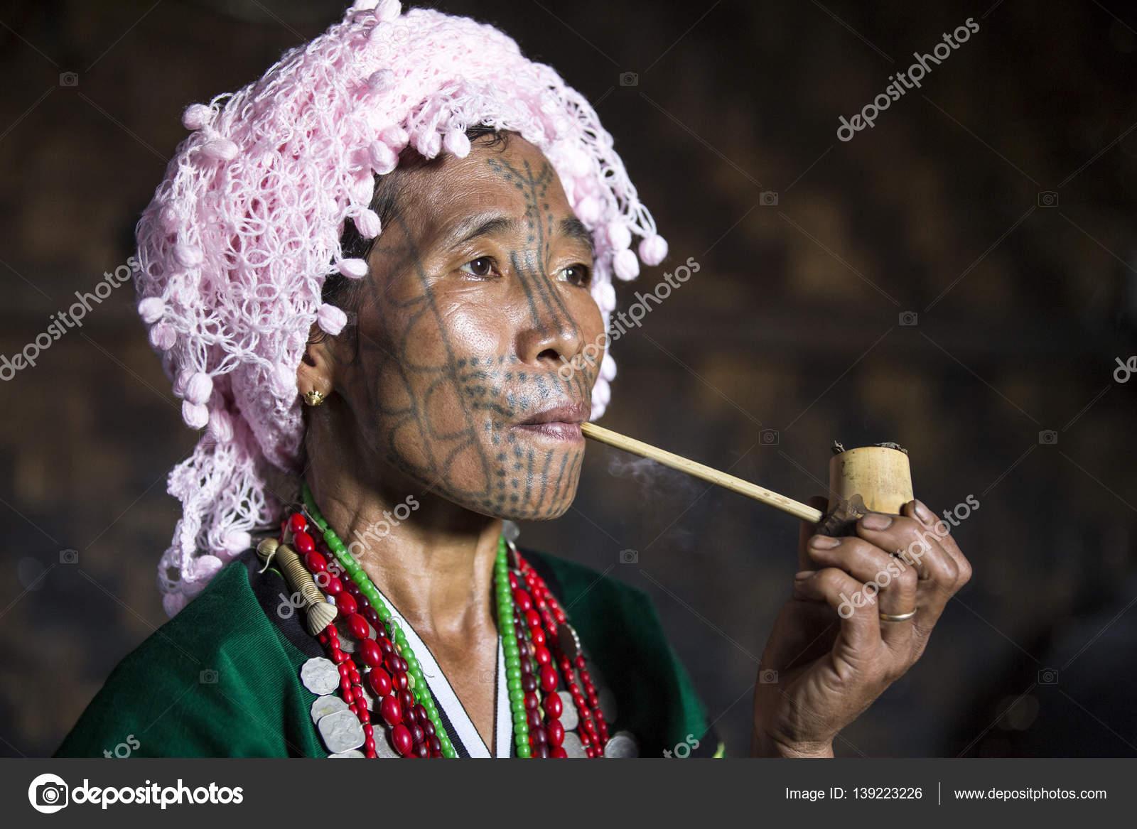 maison femme pipes