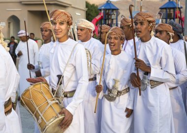 omani men singing