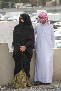 omani couple talking