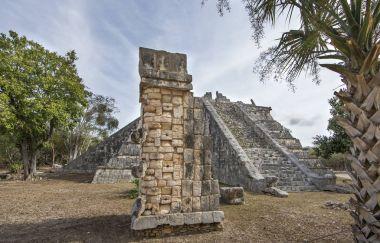 ancient site of Chichen Itza pyramid in Yukatan