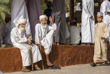 two old omani men at market