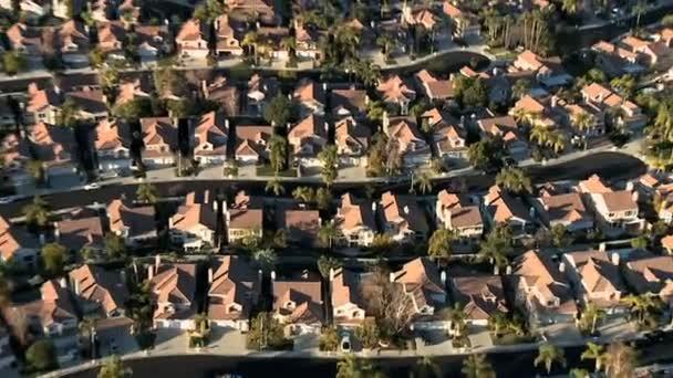 külvárosi ház szomszédságában légi
