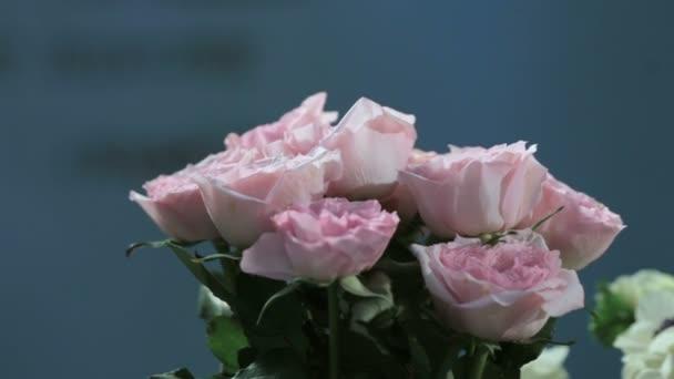 Cámara Dispara Flores De Rosas Ramo De Flores En Movimiento
