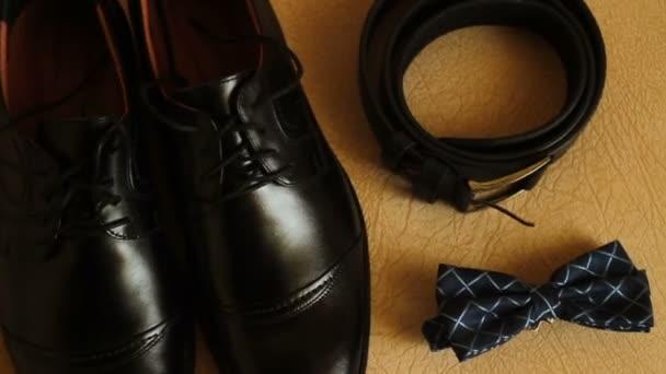 Posouvání zastřelil podkoní oblečení boty, kravaty, pásek