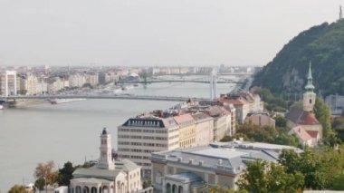 Erzsébet híd, a Duna folyó budapest