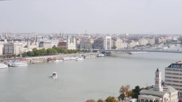 Elisabeth most přes řeku Dunaj v Budapešti