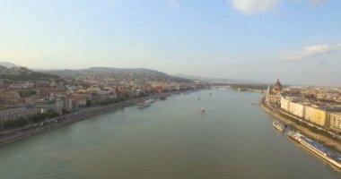 Légi repülő felett Lánchíd Budapest városban