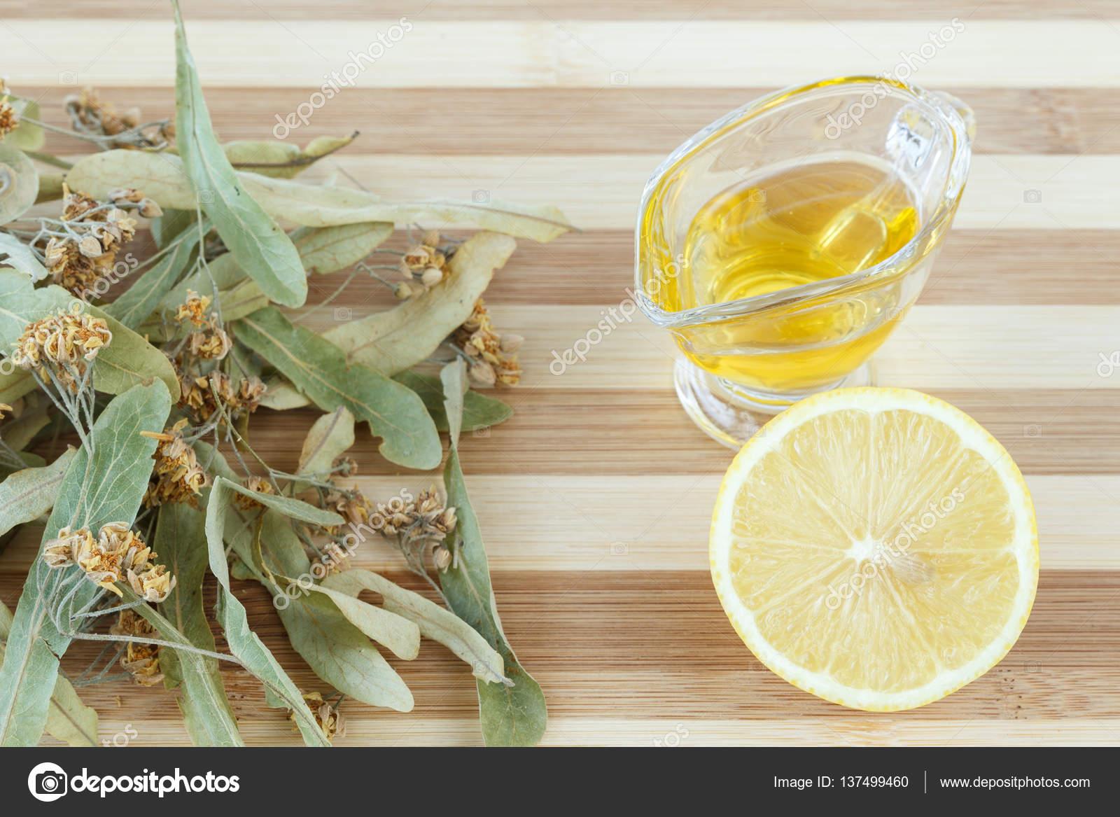 Torkad Lime Blossom Honung Och Citron För Förkylning Och Influensa