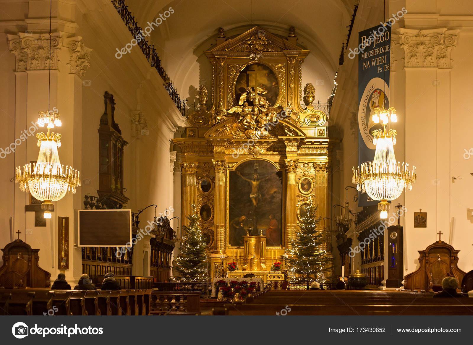 Interior De La Iglesia Católica De La Santa Cruz