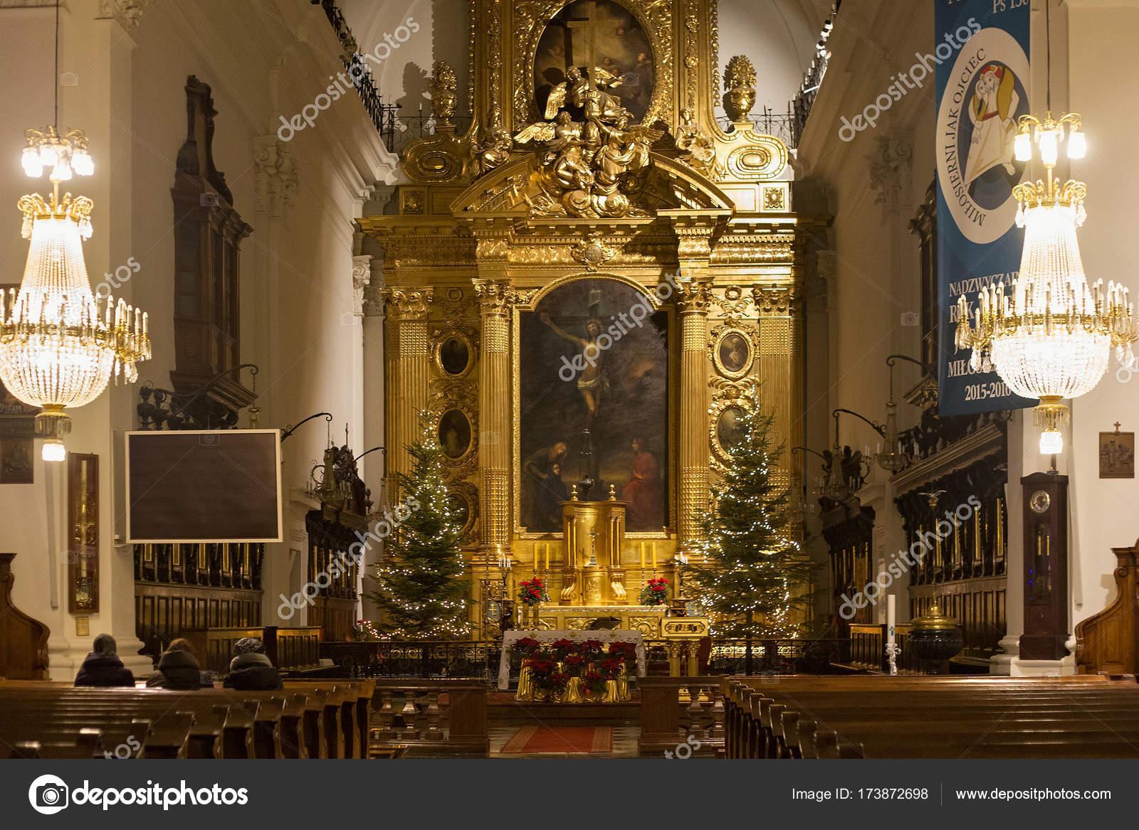 interior of the roman catholic church of the holy cross xv xvi cent