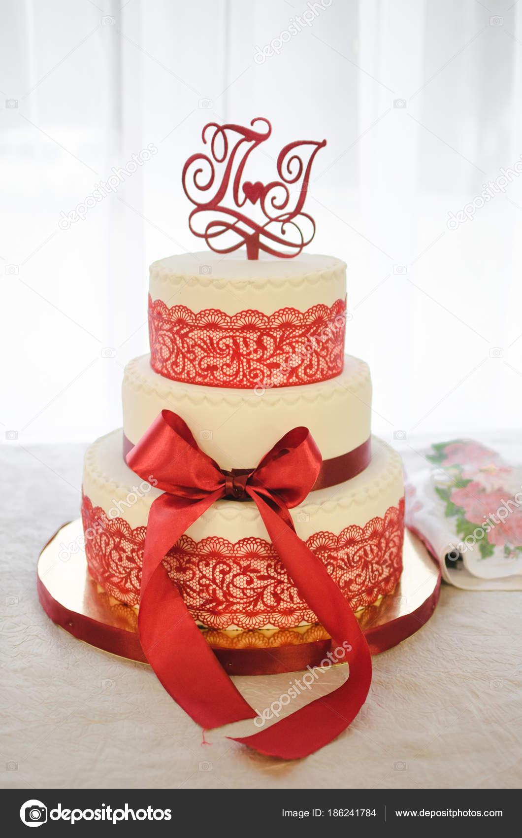 Hochzeitstorte Hochzeitstorte Rot Stockfoto C Mryakovlev 186241784