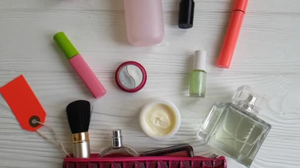 a fa, krém, parfüm, dekoratív kozmetikumok kozmetikai táska