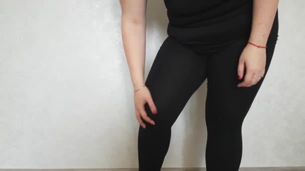 sportovní holka odření kolena