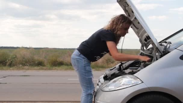 porucha dívčí auta na silnici