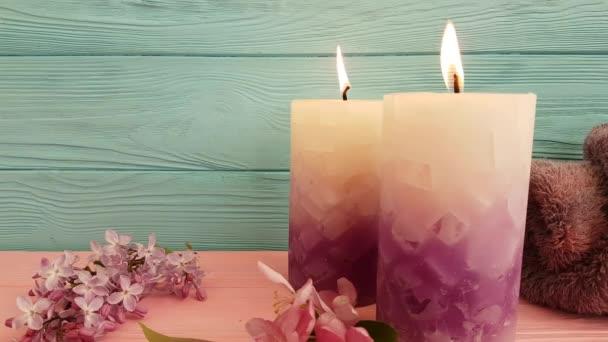gyertya krém kozmetikai virágok egy fából készült, lassú lövés